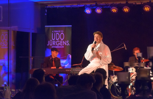 Das Bademantel-Finale bei A Tribute to UDO JÜRGENS Dinnershow